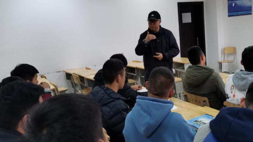 安顺学院副校长令狐荣涛深入课堂一线听课